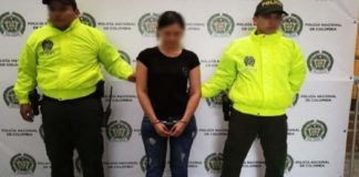 mujer agrede a esposa